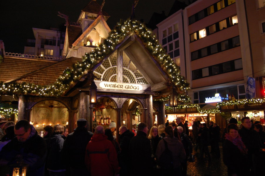 One of the many stalls serving hot Gluhwein