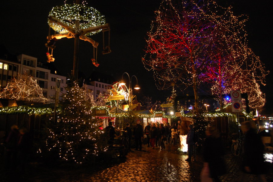 The entrance to the Altmarkt, all lit up
